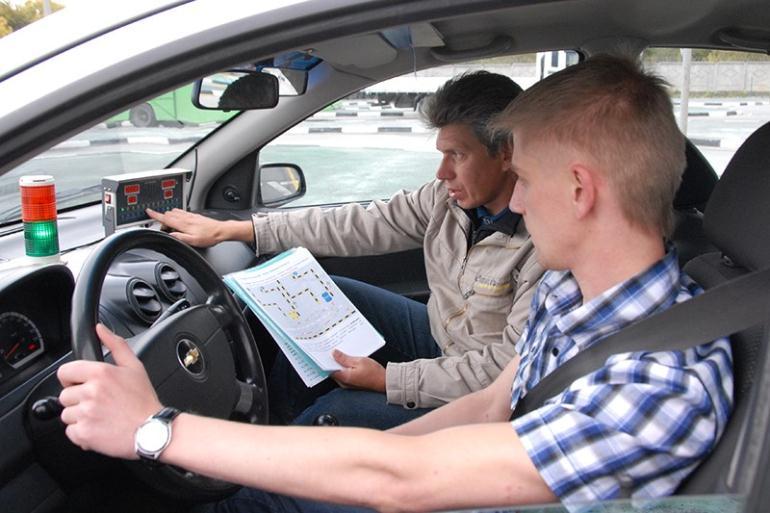Сколько получают инструкторы по вождению