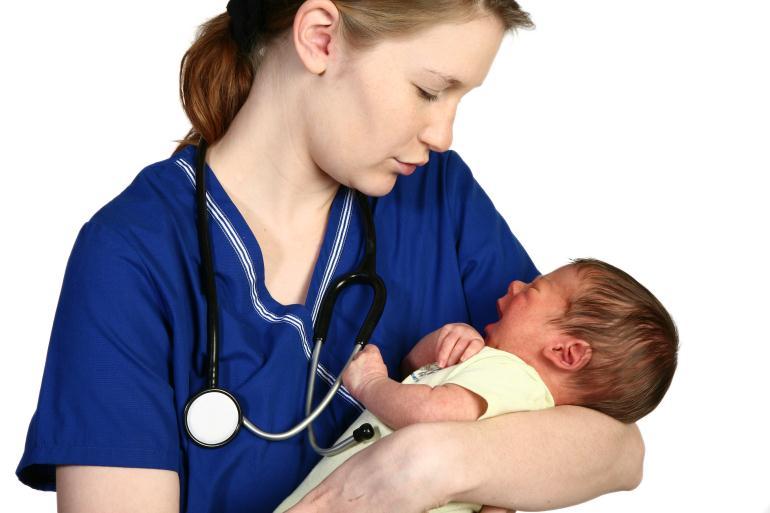 Младенец с врачом