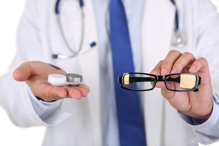 Сколько зарабатывает медицинский оптик