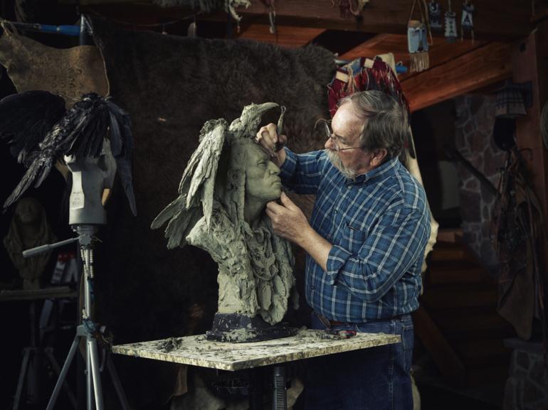 Скульптор за работой