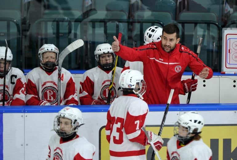 Детский тренер по хоккею