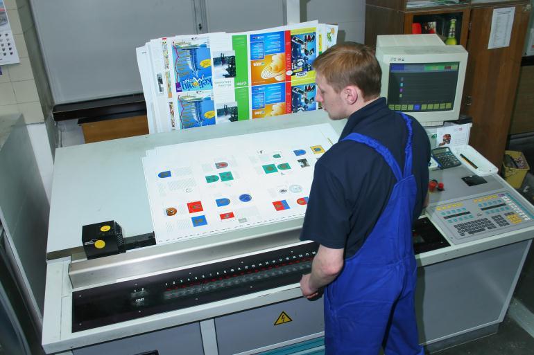 Печатник в типографии