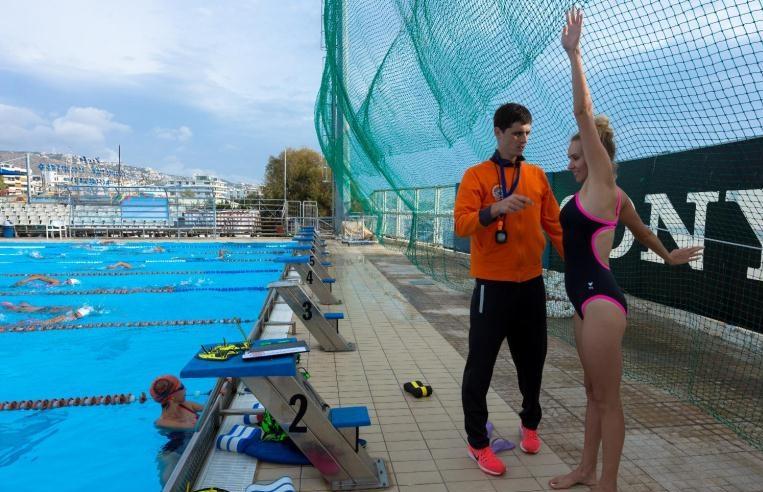 Профессиональный тренер по плаванию