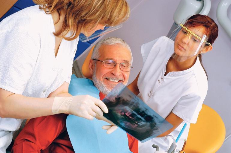 Стоматолог-протезист
