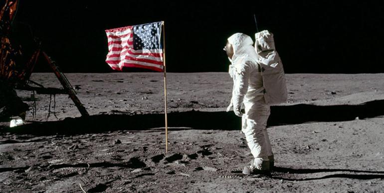 Высадка астронавтов на Луне