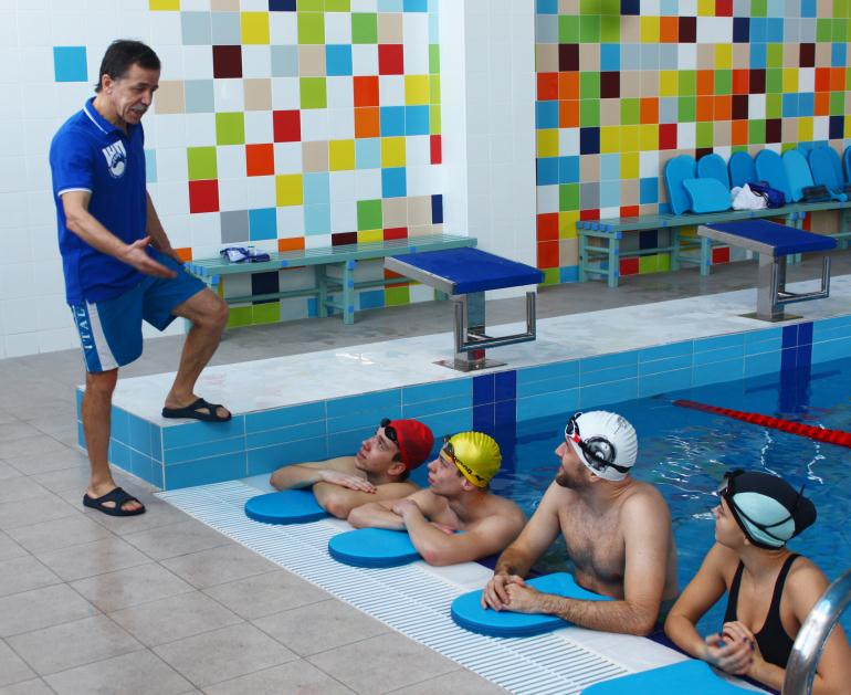 Инструктор по плаванию
