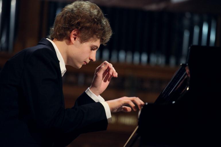 Музыкант пианист
