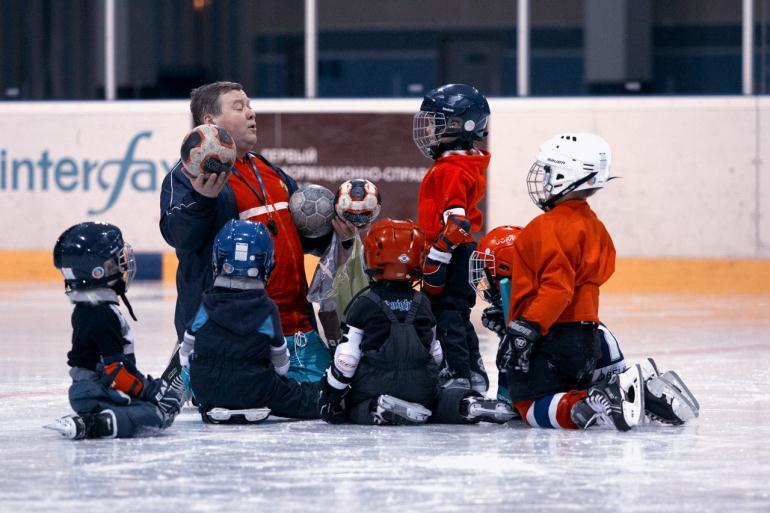 Сколько получает детский тренер по хоккею