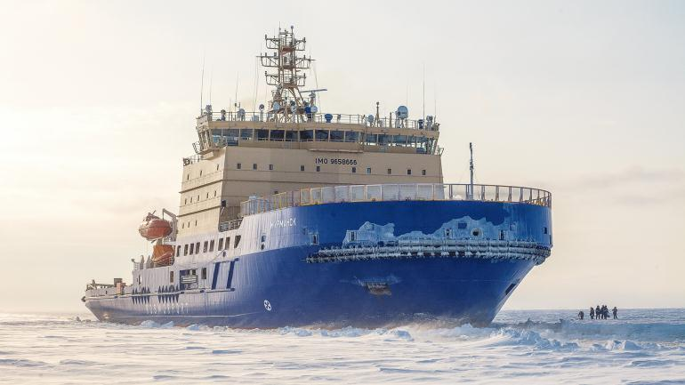 Корабль ледокол