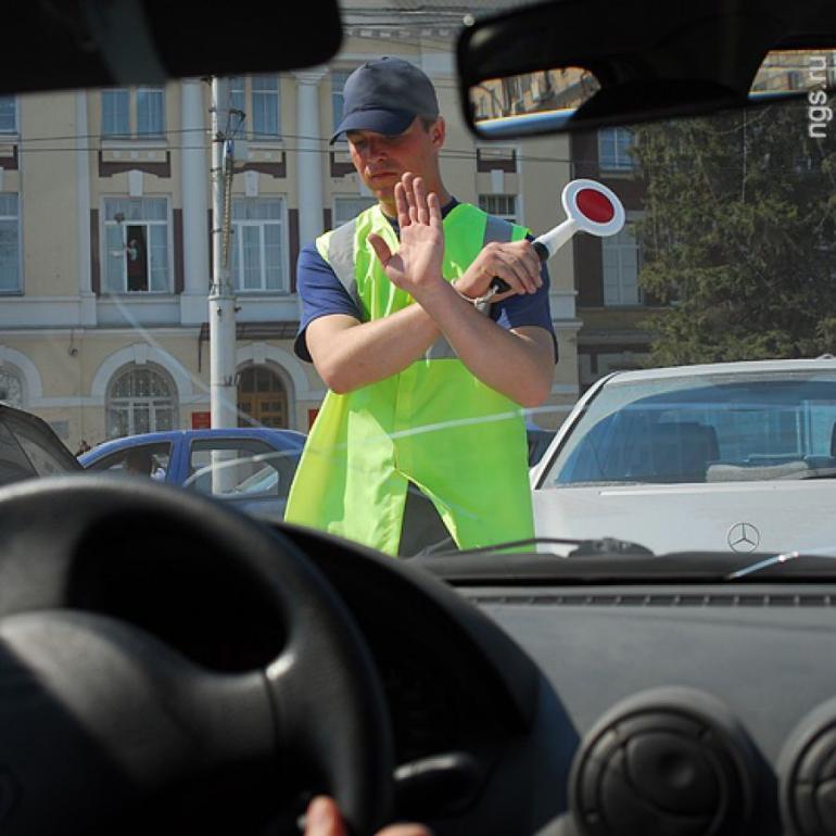 Работник автостоянки