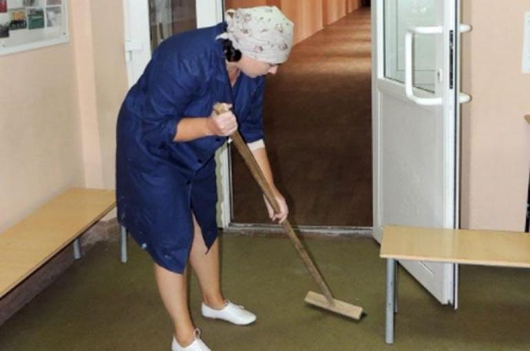 Уборщица в школе