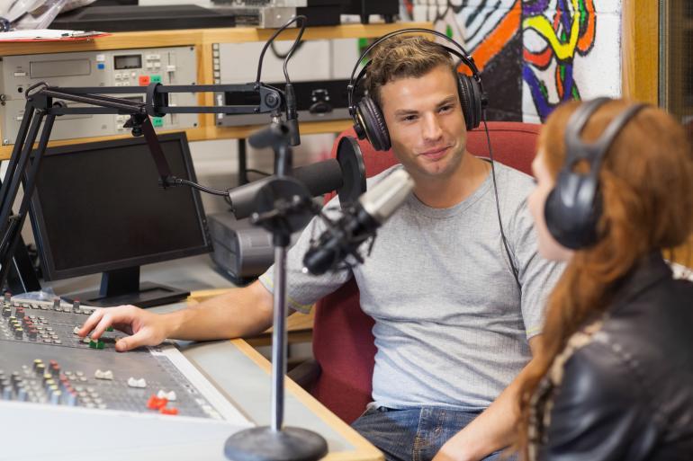 Ведущий на радио