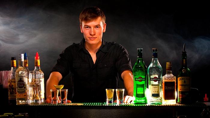 Вакансии бармен в ночных клубах спб детские клубы москва день рождения